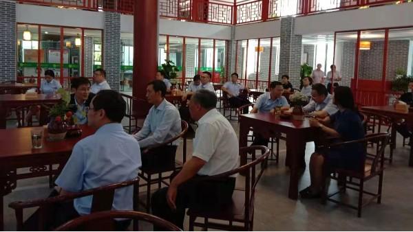 六安市委副书记、金寨县委书记潘东旭陪同农行总行领导一行来蝠牌茶旅公司调研。